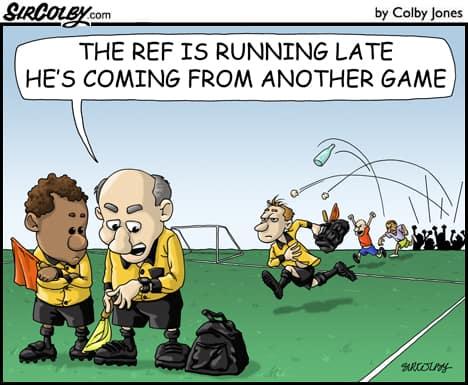 scheidsrechter wordt bekogeld in deze strip